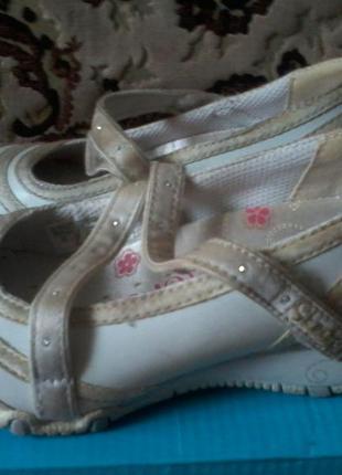 Продам туфли skechers (р-р 27)