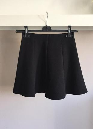 Маленькая чёрная юбка-клёш