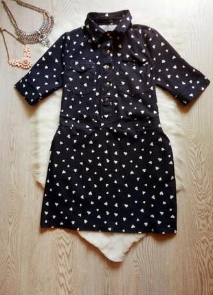 Синее джинсовое платье с карманами воротником принтом рисунок в белые сердечки