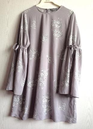 Нежное лёгкое  платье с интересным рукавом