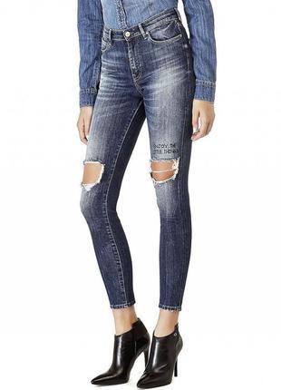 Женские  рваные  джинсы guess
