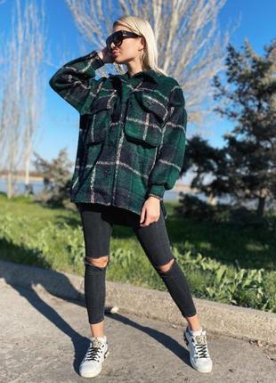 Теплая рубашка пальто а клетку изумрудная зеленая оверсайз