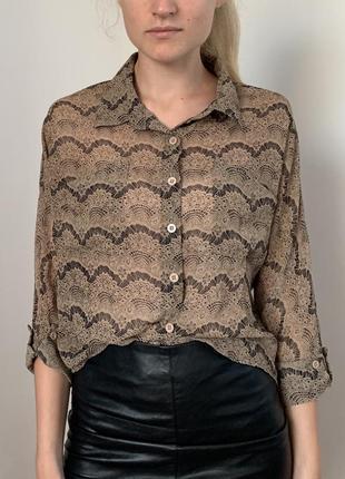 Асимметричная бежевая рубашка блуза с узором под кружево
