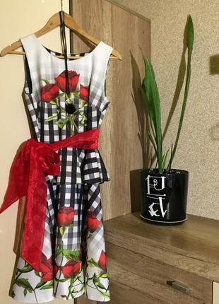 Платье с цветами и баской