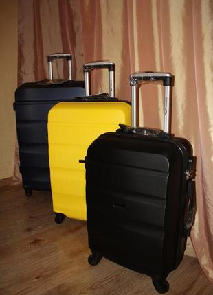 Новый набор комплект чемоданов большой средний малый чемоданы