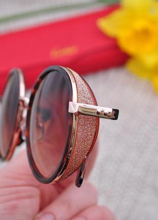 Красивые солнцезащитные женские круглые очки с боковой блестящей шорой глиттер