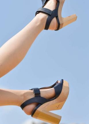 Трендові італійські шкіряні босоніжки, люкс, р36, шкіра, дерево, широкий каблук, платформа