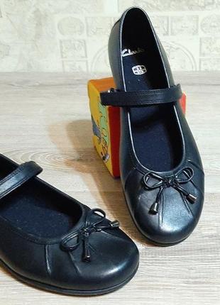 Clarks девичьи школьные кожаные черные туфли  р.34