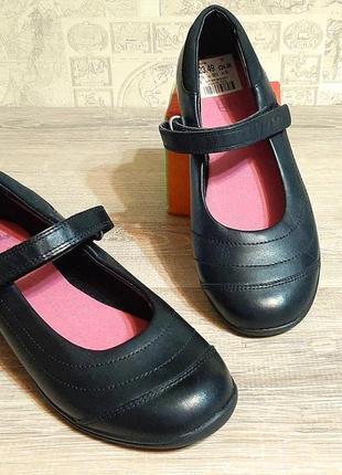 Clarks девичьи школьные кожаные черные туфли р.33.5, 34, 35