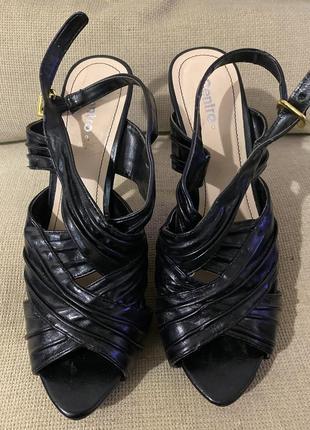 Женские босоножки на высоком каблуке. состояние очень хорошее.