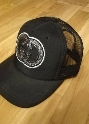 Классная чёрная кепка сетка