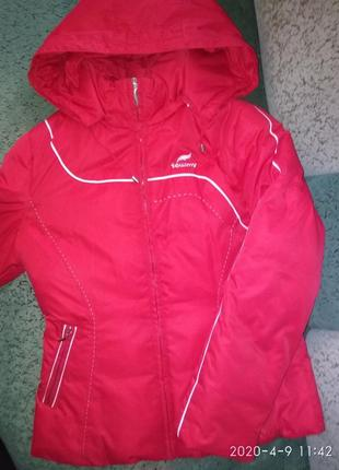Курточка 46 48 красная весенняя осенняя состояние новой куртка пуховик towmy