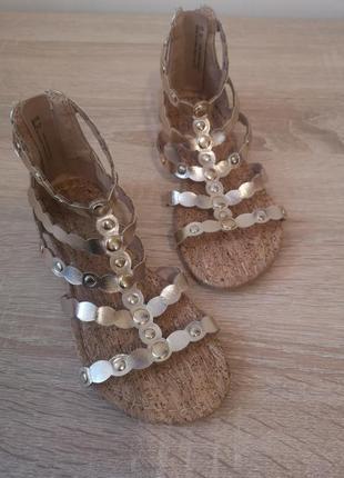 Нарядные босоножки сандалии f&f 30-31