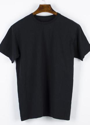 Черная футболка женская