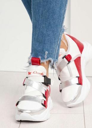 Стильные женские кожаные кроссовки