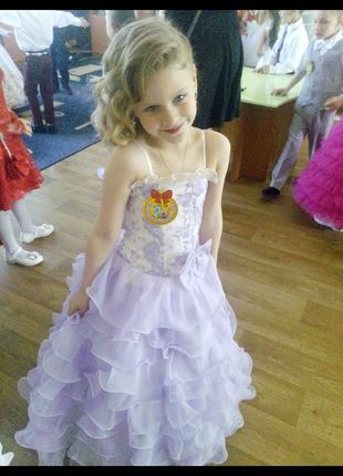 Очень милое платье на выпускной (на возраст 6 лет)