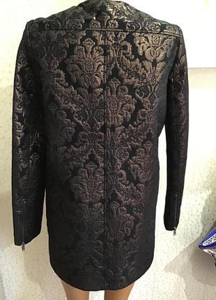 Стильное парчовое  легкое пальто удлиненный пиджак