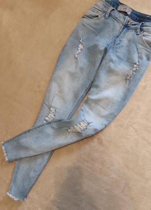 Джинсы скини укороченные с необработанным низом размер 10-12 new look