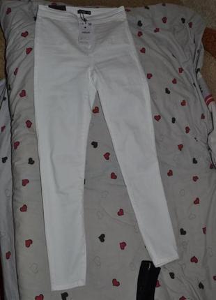 Белые штаны леггинсы в скини