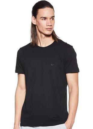 Черная базовая футболка от emporio armani
