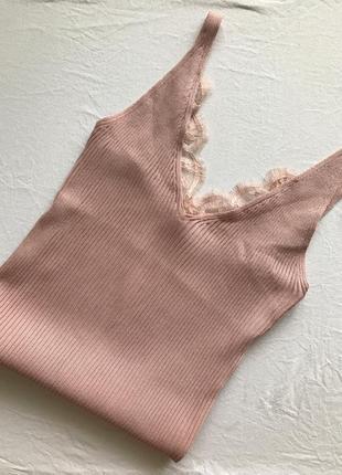 Майка в рубчик с кружевом нюд нюдовая розовая