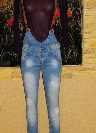 b334ae0d10b Новые женские светлые джинсы - комбинезон с кожаными подтяжками р. 42-44  новые!
