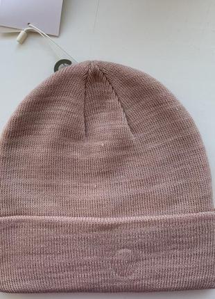 Нова шапка , рожева шапка.