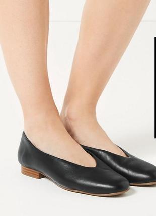 🎡шикарные кожаные туфли с v-образным вырезом marks & spencer р 41-41,5