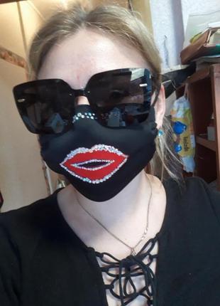 Офигенная маска с камнями,губы защитная
