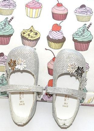 Очень красивые.нарядные туфельки для принцессы,размер 20