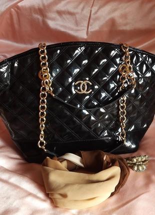 Новая стильная сумка из качественной лаковой эко-кожи
