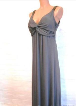 Трикотожное платье с декольте