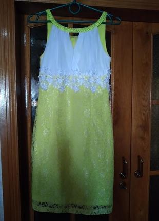 Платье нарядное гипюровое s