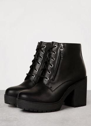 Демисезонные ботинки на устойчивом каблуке bershka