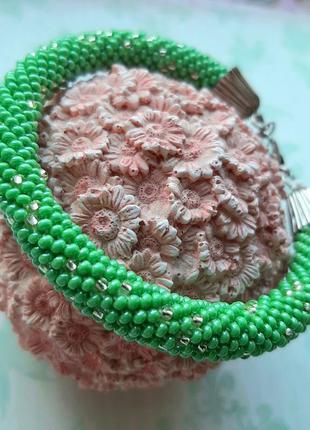 Браслет из бисера зелёного цвета. браслет ручной работы. салатовый браслет. лариат.