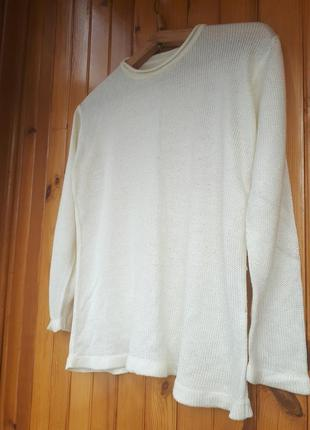 Базовый свитер молочного цвета тонкой вязки италия