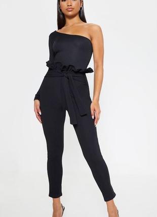 Черные брюки на высокой посадке prettylittlething