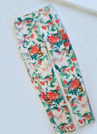 Легкие брюки палаццо в цветы guess