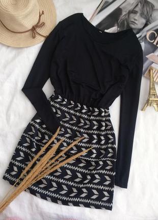 Стильное красивое мини платье с орнаментом