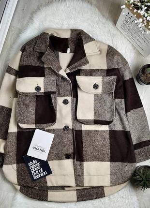 Стильное новое оверсайз пальто рубашка в клетку с объемными карманами