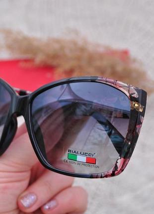 Красивые солнцезащитные женские бльшие очки bialucci