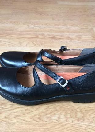 Кожаные туфли clarks 39,5 размера в состоянии новых