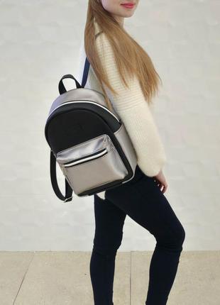 Женский вместительный черный рюкзак с серебристым карманом