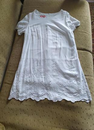 Плаття з натуральної тканини,вишивкою,прошви