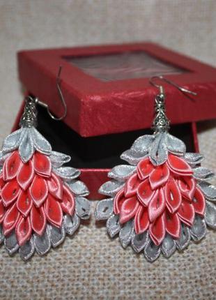 Сережки серебрянные/коралловые из лент канзаши