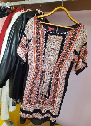 Интересное платье с узорами на завязках