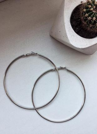 Трендовые сережки кольца