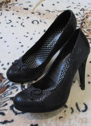 Красивые туфли на шпильке