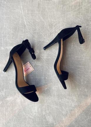 Чёрные изящные босоножки/фото на ножке/наложка/распродажа