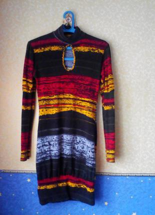 Яркое платье (van gils), размер м, на груди -вырез,качество -супер.1 фото